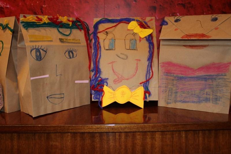 μια χάρτινη σακούλα- ανακυκλώσιμα υλικά4